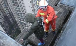 Cậu bé Trung Quốc định nhảy lầu từ tầng 33 vì không muốn đi học