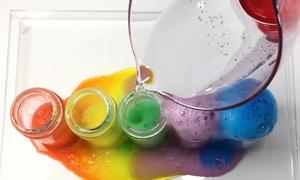 Ba thí nghiệm với màu thực phẩm trẻ có thể tự thực hiện