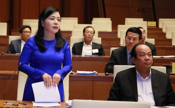 Bộ trưởng Y tế Nguyễn Thị Kim Tiến phát biểu trước Quốc hội sáng 27/10. Ảnh: Ngọc Thắng
