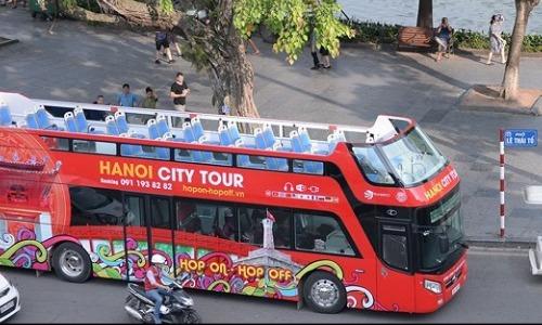 Xe buýt hai tầng Hà Nội vắng khách.