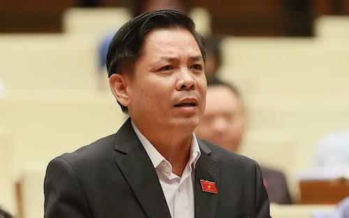Bộ trưởng Giao thông Nguyễn Văn Thể phát biểu trước Quốc hội sáng 29/10. Ảnh: Ngọc Thắng