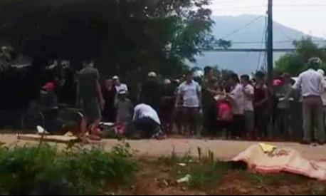 Hai xe máy đấu đầu khiến ba người chết