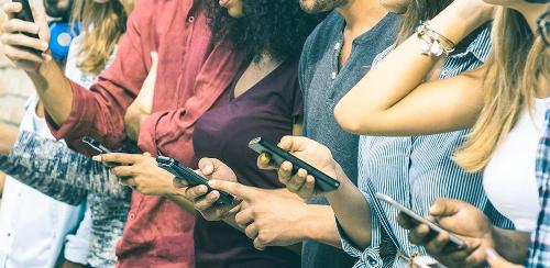 Một nghiên cứu tiến hành tại Đại học Maryland-College Park phát hiện, 85% sinh viên sử dụng di động để tương tác với trường đại học.