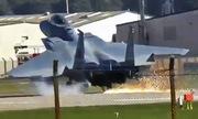 Tiêm kích F-15 Mỹ gặp sự cố, tóe lửa khi hạ cánh