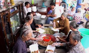 Bếp ăn cho người nghèo của cô 'Tư củ cải' ở An Giang