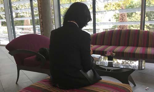 Grace Mạnh tham dự cuộc họp báo về vụ mất tích của chồngtại một khách sạnở thành phố Lyon, Pháp hôm 7/10. Ảnh: AP.