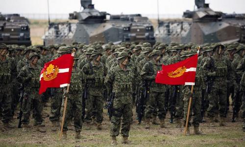 Lữ đoàn đổ bộ triển khai nhanh của Nhật trong đợt diễn tập hồi tháng 5. Ảnh: Reuters.