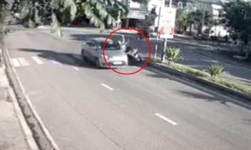 Ãtô tông hai mẹ con: Lưỡi hái tá» thần khi chạy xe máy trên ÄÆ°á»ng Viá»t