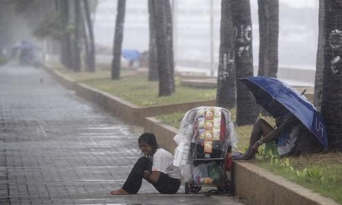 Mưa lớn ở Philippines khi bão Yutu đổ bộ hôm 30/10. Ảnh: AFP.