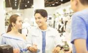 Vợ chồng trẻ tiết kiệm nhờ ứng dụng công nghệ trong chi tiêu