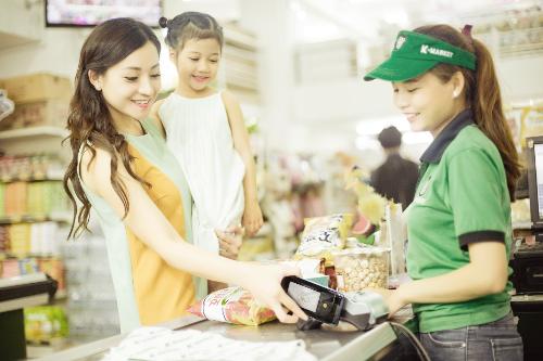 Samsung Pay với thao tác một chạm và bảo mật sinh trắc học, phù hợp sử dụng cho cả phụ nữ.