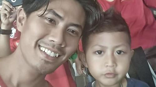 Bức ảnh cuối cùng mà anh Wahyu Adilla và con traiXherdan Fachridzi, 4 tuổi, gửi cho vợ. Ảnh: SMH