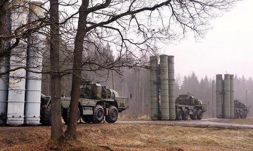 Xe bệ phóng thuộc tổ hợp S-300 Nga trong trạng thái triển khai chiến đấu. Ảnh: Sputnik.