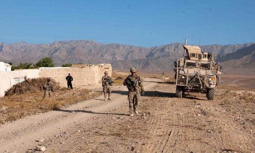 Lính Mỹ tuần tra gần một căn cứ tiền phương tại Afghanistan. Ảnh: Lầu Năm Góc.