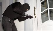 Phát hiện trộm đột nhập, gia chủ có nên nằm im 'chờ thời'?