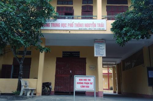 Trường cấp ba nơi bảy học sinh bị đuổi học. Ảnh: Lê Hoàng.