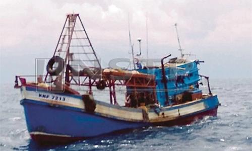 Tàu cá Việt Nam bị Malaysia bắt giữngoài khơi đảo Tioman, bangPahang. Ảnh:MMEA