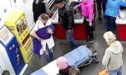 Thai phụ Nga trở dạ sinh con tại quầy thu ngân siêu thị