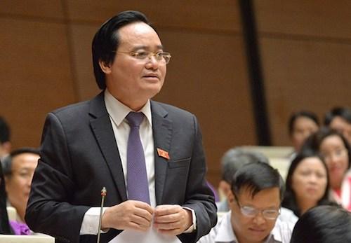 Bộ trưởng Phùng Xuân Nhạ trả lời chất vấn. Ảnh: QH
