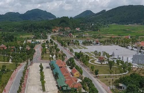 Khu di tích Truông Bồn ngày hôm nay được xây dựng trên tuyến đường 15A nơi 50 năm trước trở thành tâm điểm đánh bom ác liệt của Mỹ. Ảnh: Nguyễn Hải.