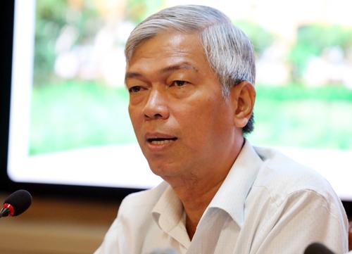 Chánh văn phòng UBND TP HCM trả lời báo chí trưa 1/11. Ảnh: Thành Nguyễn.