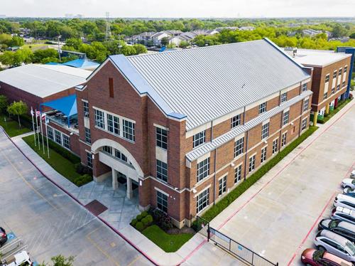 Trường phổ thông nội trú The Village, Texas, Mỹ.