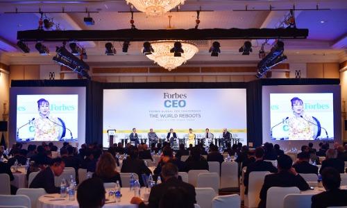 Những câu chuyện về sự phát triển ngành hàng không và của người Việt được CEO Vietjet chia sẻ trong sự thích thú của hội nghị.