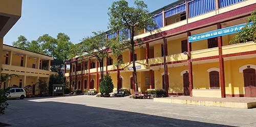 Trường THPT Nguyễn Trãi trong buổi học ngày 2/11. Ảnh: Lê Hoàng.