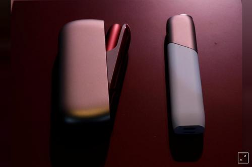 Sự ra đời của IQOS 3 (trái) là IQOS Multi nhằm tạo đa dạng sản phẩm, tiếp cận nhiều người dùng hơn tại Nhật Bản.