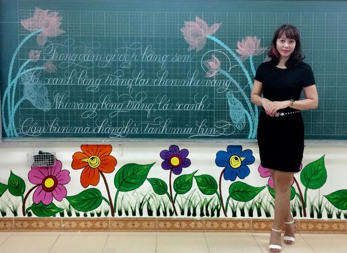 Nét chữ bay bổng của cô giáo Hà Nội