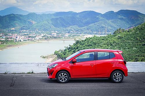 Toyota Wigo 1.2 AT trong buổi chạy thử tại Hoà Bình. Đây là tân binh trong phân khúc A. Ảnh: Lương Dũng.