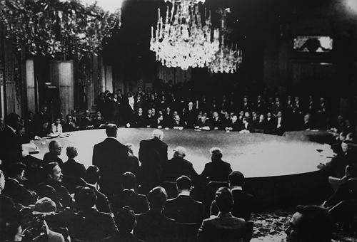 Việt Nam Cộng hoà là một trong bốn bên tham gia ký hiệp định Paris tại Trung tâm Hội nghị quốc tế ở đại lộ Kleber, ngày 27/1/1973. Ảnh tư liệu.