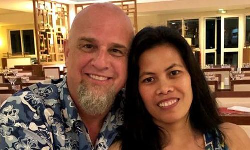Bennett và vợ. Ảnh: BBC.