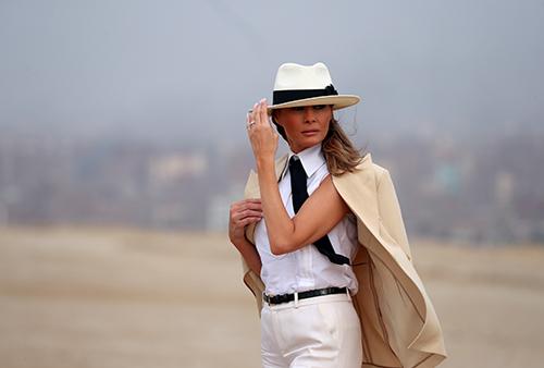 U.S. first ladyMelaniaTrumpvisits the Pyramids inCairo