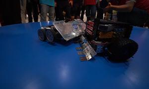 Học sinh Sài Gòn lần đầu thi robot đối kháng
