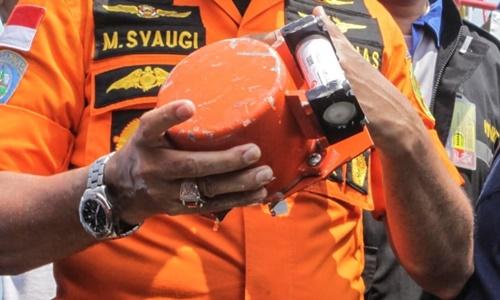 Thiết bị ghi dữ liệu chuyến bay của phi cơ Lion Air gặp nạn được tìm thấy ngày 1/11. Ảnh: Reuters.