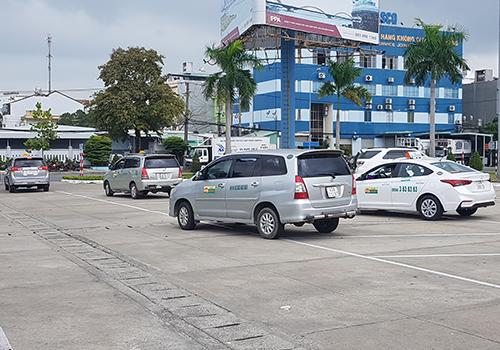 Tài xế taxi sân bay Đà Nẵng đình công để phản đối xe Grab