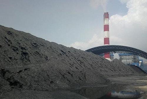 Bãi tro xỉ tại Nhà máy nhiệt điện Vĩnh Tân 2. Ảnh: Nguyễn Nam.