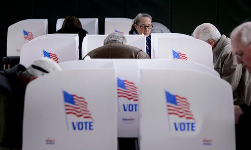 Người dân tới một điểm bỏ phiếu sớm tại bang Maryland, Mỹ hôm 25/10. Ảnh: AFP.