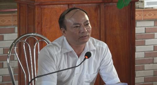 Ông Triệu Đình Vỵ - Phó GĐ Agribank Nam Định trả lời câu hỏi của bà con.