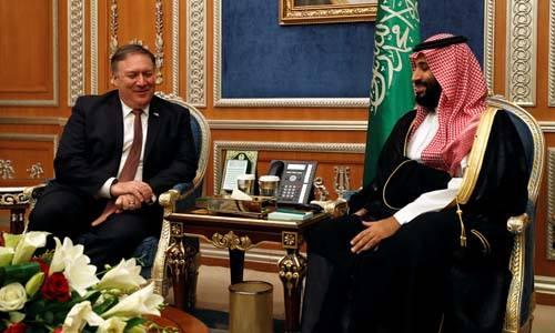 Ngoại trưởng Mỹ Mike Pompeo (trái) trong cuộc hội đàm với Thái tử Arab Saudi Mohammed bin Salman tại Riyadh hôm nay. Ảnh: AFP.