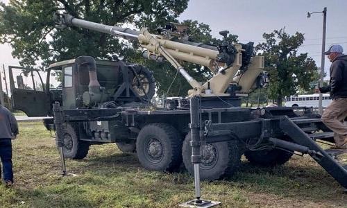 Lựu pháo tự hành trên thân xe tải Brutus của Mỹ. Ảnh: US Army.