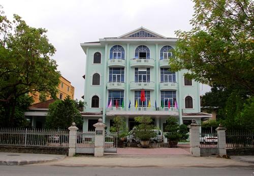 Trụ sở Sở Giáo dục và Đạo tạo nằm khu đất vàng trên đường Lê Lợi. Ảnh: Võ Thạnh