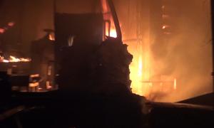 Xưởng gỗ ở Bình Dương bốc cháy sau tiếng nổ lớn