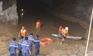 Bùn đất ngổn ngang ở cửa hầm nơi hai thợ đào vàng mắc kẹt