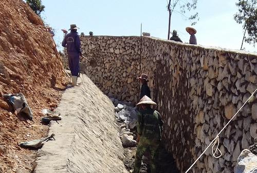 Hảo ngăn voi được xây dựng tại bản Cao Vều 1, xã Phúc Sơn. Ảnh: Hiến Tùng.
