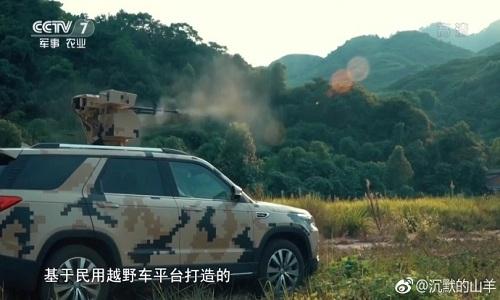 SUV gắn súng máy hạng nặng của Trung Quốc thử nghiệm trên thao trường. Ảnh: CCTV 7.