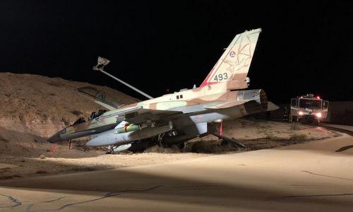 Chiếc F-16I lao xuống hào tại căn cứ Ramon đêm 31/10. Ảnh: IAF.