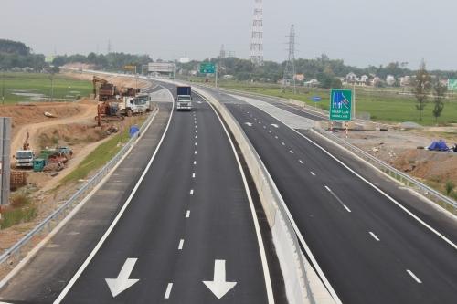 Sụt lún ở nút giao cao tốc 34.000 tỷ với đường xuống cảng Dung Quất