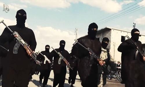 Các tay súng Nhà nước Hồi giáo (IS) tự xưng ở Syria. Ảnh: Sky News.